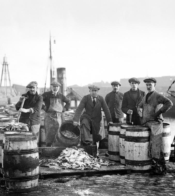 JN22233B020_Topping up herring barrels V1